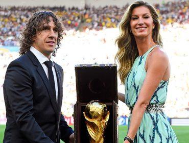 131247491 370x280 - Gisele Bündchen presents World Cup Trophy