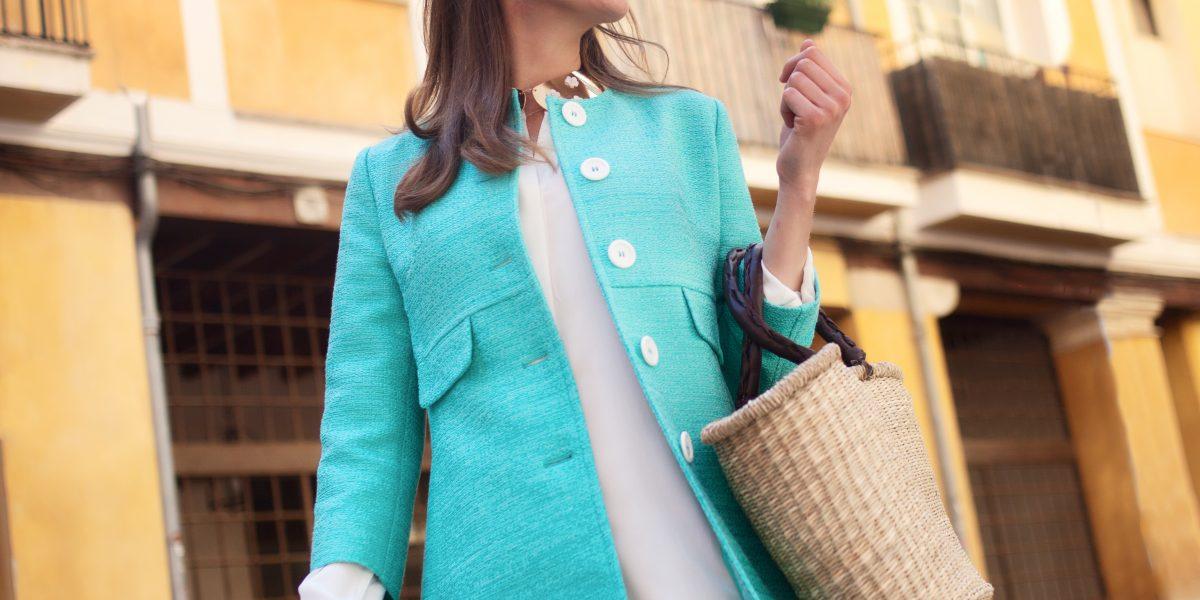 Coat, Shirt dress, Bag & Sunglasses Rialto Living, Pearl earrings Helen Cummins, Necklace shop-luxury.com
