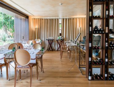 tess de mar restaurant 01 370x280 - A new boutique hotel designed for two!