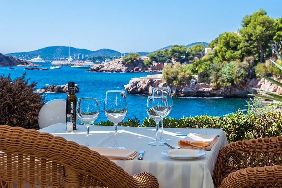 terrazas bendinat restaurant 900x600 - 20 Restaurants to celebrate your love on Mallorca