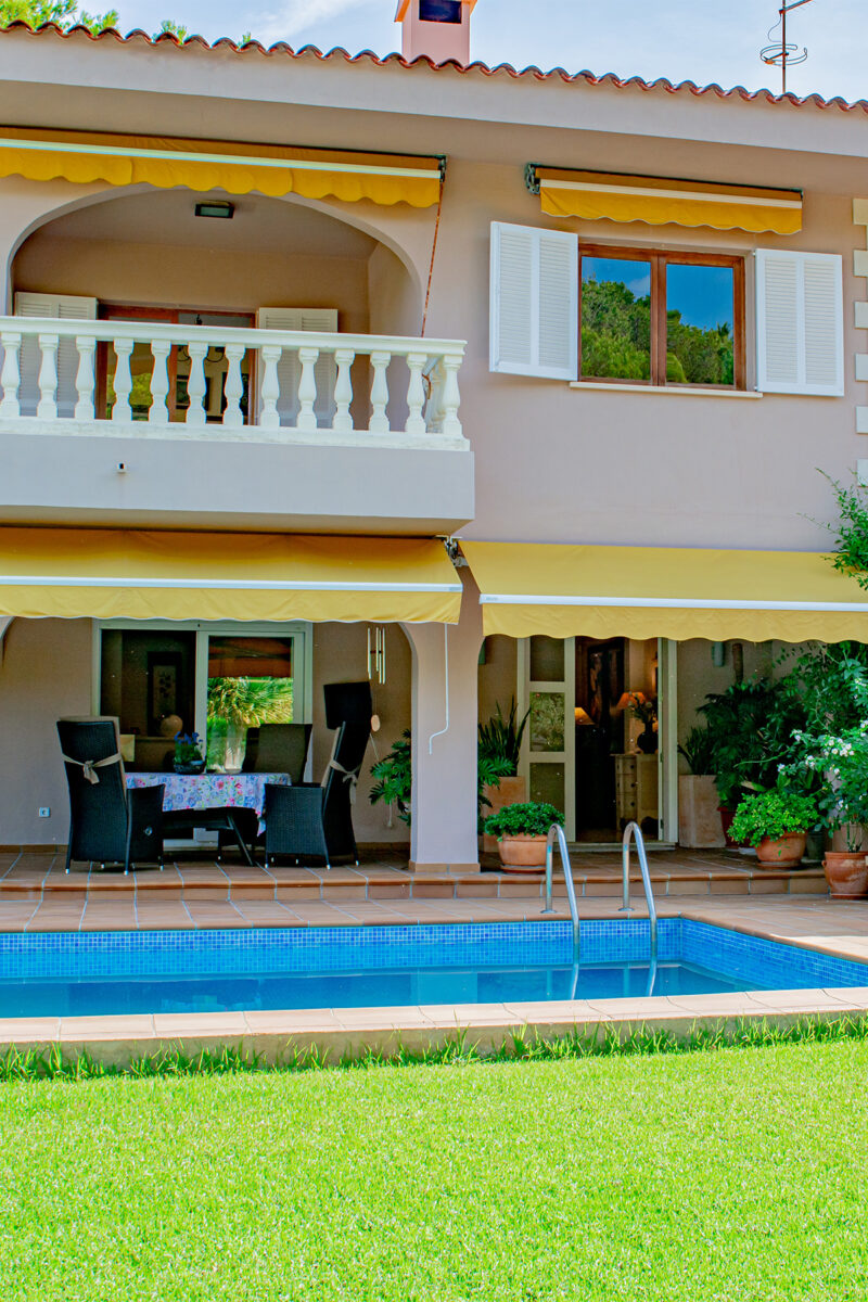 Tranquil family for sale with pool near Canyamel