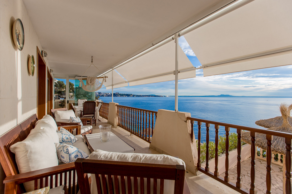 Outstanding waterfront apartment for sale in Illetas