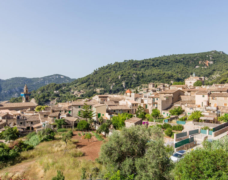 Title Renovated house for sale in Valldemossa