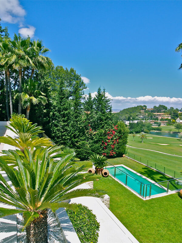 Luxury mansion first line on the golf green for sale in Son Vida